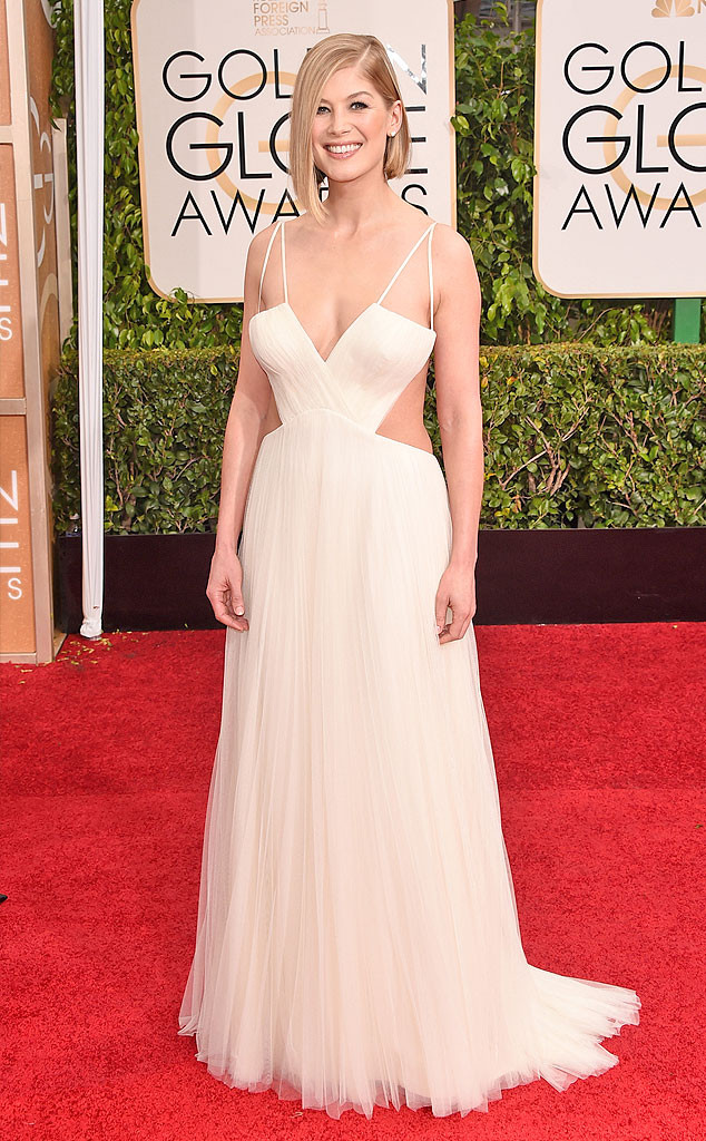 rs_634x1024-150111144551-634.Rosamund-Pike-Golden-Globes-Red-Carpet-011115